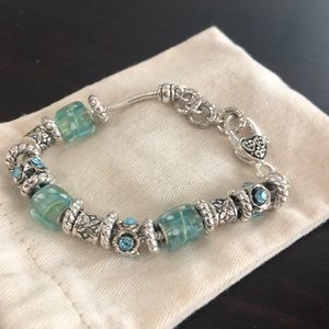 Jewelry - Auquamarine colored beaded bracelet
